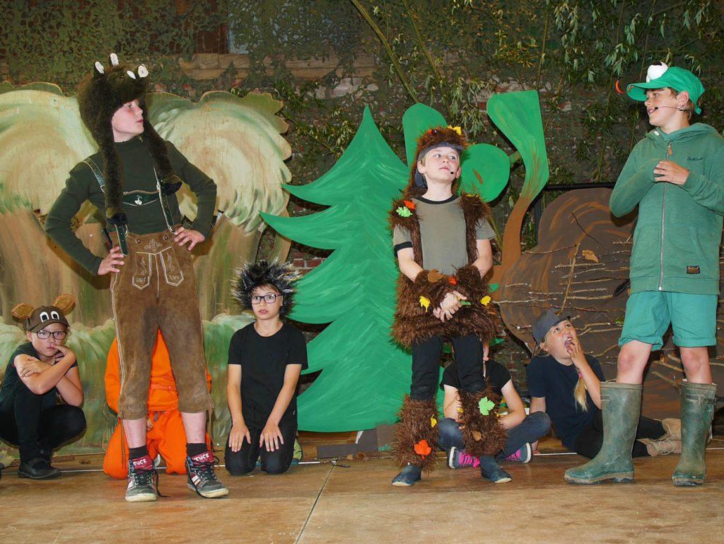 Kleine Helden im Wald